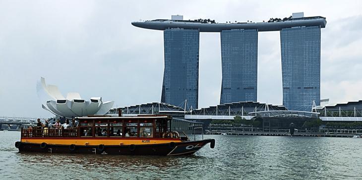 bumboat tour through singapore